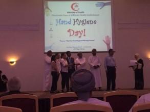 مغربي تشارك اليوم العالمي لنظافة اليدين في عُمان
