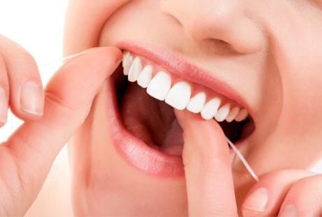 أفضل طرق تنظيف الأسنان بالمنزل والأضرار الناتجة عن تراكم الجير فوق الأسنان وكيفية الوقاية منها