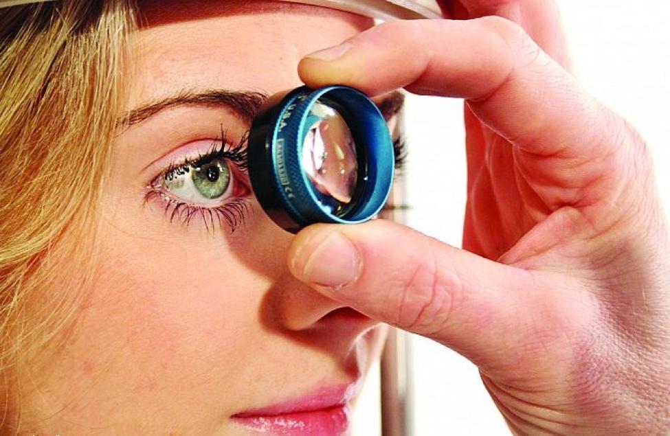 أحد أخطر الأمراض التي يمكن أن تصيب عينك .. مرض انفصال الشبكية
