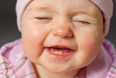 هل هناك فرق في تكوين الاسنان اللبنية للأطفال?