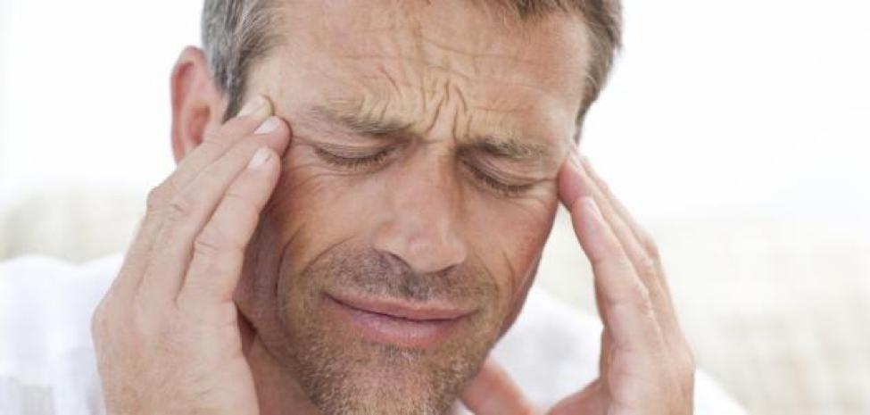 ضعف النظر والصداع سبب أساسي من أسباب ضعف العين