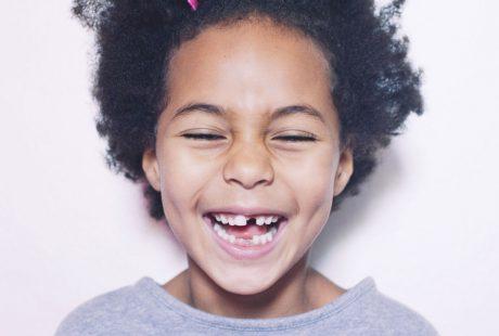 ماذا بعد فقد الأسنان اللبنية لطفلك؟