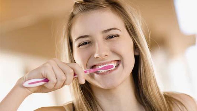 لماذا يجب أن نعتني بنظافة الاسنان وكيف نعتني بها؟