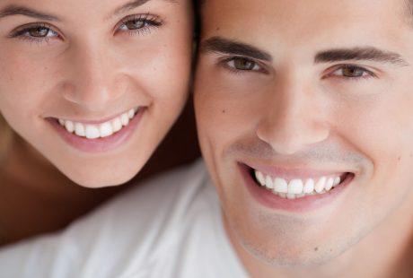 تسوس الأسنان الأمامية يطفئ بريق ابتسامتك