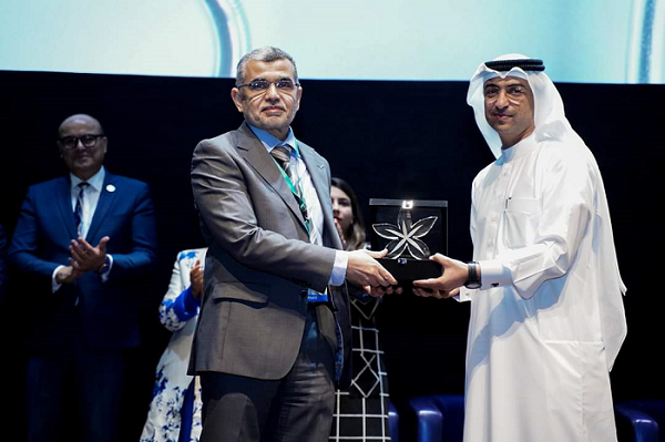 """Appreciation Award for Dr. Mohamed Ali for his participation in """"Best Practice Conference"""""""