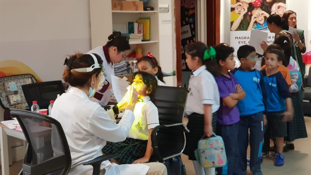 مغربي قطر تفحص نظر طلاب مدرسة غراس العالمية