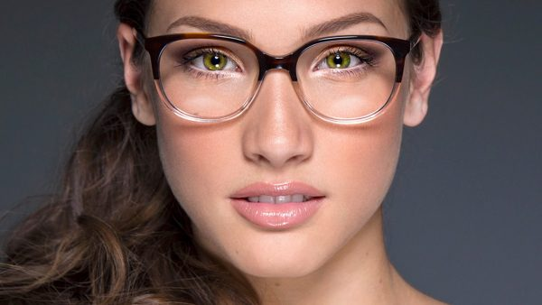 متى نلجأ إلى عدسات النظارات الطبية وما طرق الحفاظ عليها