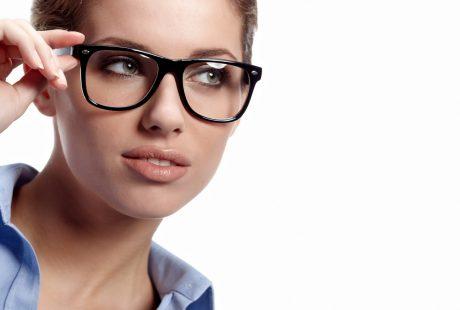 تعرف على النظارة الطبية والصداع وما تسببه من مشاكل للعين
