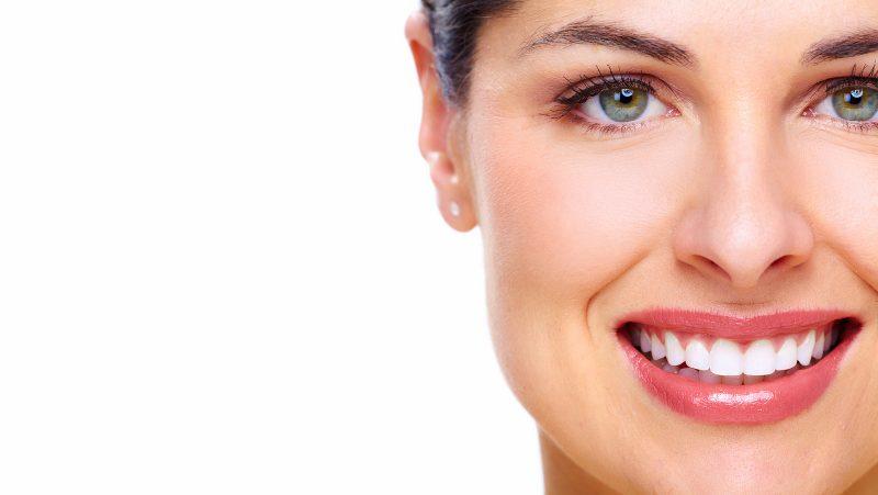 عدسات الاسنان اللاصقة احدث تطورات طب الأسنان التجميلي