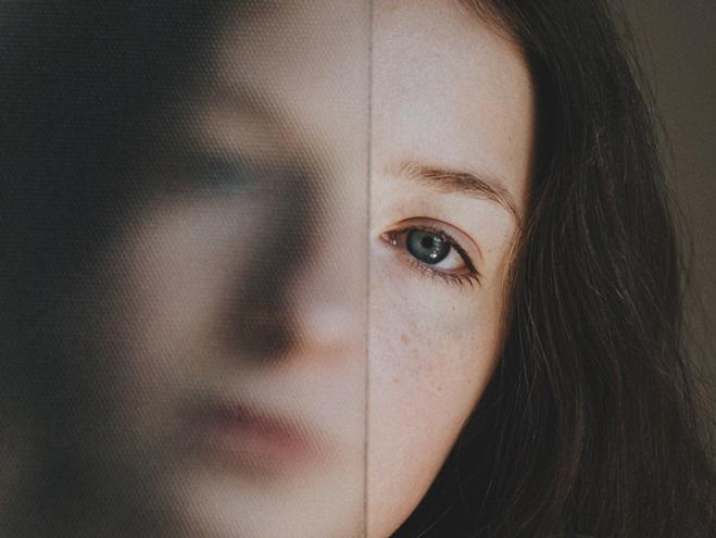 7 أسباب  لزغللة العين