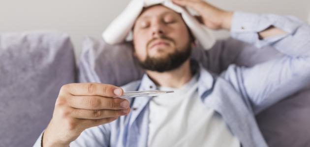 تعرف على أعراض وأسباب الحمى الشوكية وطرق العلاج